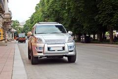 汽车和他们各种各样的零件特写镜头在傲德萨,乌克兰街道上  库存照片