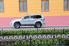 汽车和他们各种各样的零件特写镜头在傲德萨,乌克兰街道上  库存图片