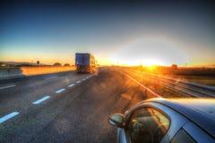汽车和卡车在乡下公路 免版税图库摄影