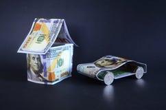 汽车和房子由金钱制成 免版税库存图片