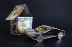 汽车和房子由金钱制成 图库摄影