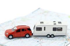 汽车和拖车有蓬卡车 免版税库存图片