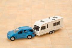 汽车和拖车有蓬卡车 库存照片