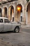 汽车哈瓦那老街道 库存照片