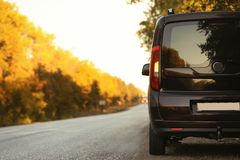 汽车国家(地区)停放的路 免版税库存图片