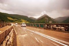 汽车在塔拉河,星期一的过桥 库存图片