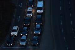 汽车在柏林德国strees的晚上  免版税库存图片