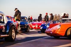 汽车在直线排队在Kyalami赛马跑道 免版税库存照片