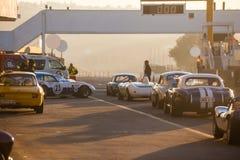 汽车在直线排队在Kyalami赛马跑道 库存图片