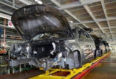 汽车在装配车间传动机线站立  汽车pla 免版税库存图片