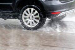 汽车在雨中 免版税库存照片