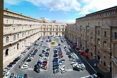 汽车在2014年5月30日的梵蒂冈博物馆 库存图片