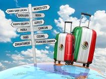 汽车城市概念都伯林映射小的旅行 手提箱和路标参观什么在墨西哥 免版税库存照片