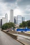 汽车基础设施在街市的芝加哥,伊利诺伊 图库摄影
