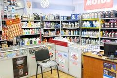 汽车备件商店的内部 免版税图库摄影