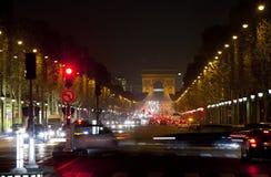 汽车夜火在冠军Elysee的 巴黎 免版税库存照片