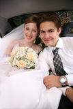 汽车夫妇婚礼 免版税库存图片