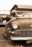 汽车女孩洗涤物 免版税库存图片