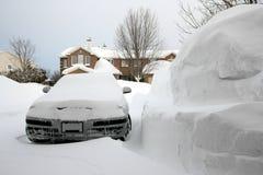 汽车巨大的堆雪 库存照片