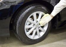 汽车干净的亮光轮胎轮子 库存图片