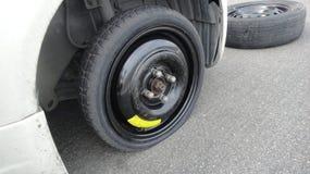 汽车平的备用轮胎 免版税图库摄影