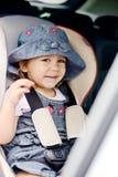汽车座位的愉快的孩子 免版税图库摄影