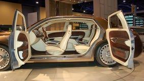 汽车异乎寻常的内部豪华 免版税库存照片