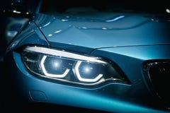 汽车强有力的有蓝色gla的体育蓝色汽车车灯和敞篷  图库摄影