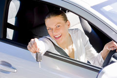 汽车愉快的妇女 免版税图库摄影
