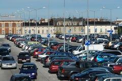 汽车拥挤停车场 免版税图库摄影