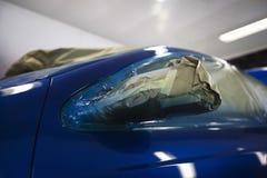 汽车损坏的车灯  免版税图库摄影