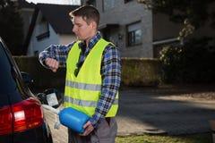 汽车换装燃料在时间压力下 免版税库存图片