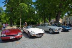 汽车捷豹汽车游行在一个夏日 芬兰土尔库 库存图片