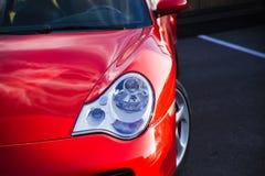 汽车接近的车灯新 图库摄影