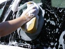 汽车接近的洗涤物 库存照片