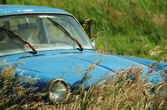 汽车接近老  免版税库存照片