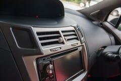 汽车控制台上的控制板 免版税库存图片