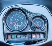 汽车控制台控制板电子仪器航海 关闭汽车仪表板的图象 免版税库存图片