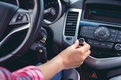 汽车控制台控制板电子仪器航海 无线电特写镜头 库存图片