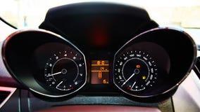 汽车控制台控制板电子仪器航海 有启发性汽车仪表板的图象 免版税库存照片