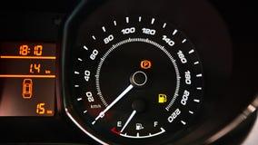 汽车控制台控制板电子仪器航海 有启发性汽车仪表板的图象 库存照片