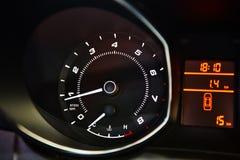 汽车控制台控制板电子仪器航海 有启发性汽车仪表板的图象 免版税库存图片