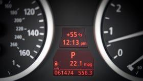 汽车控制板车头表、车速表和汽油 免版税库存图片