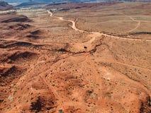 汽车推进投掷沙漠在西美国 库存照片