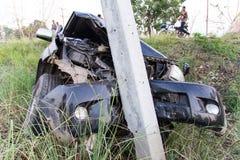 汽车撞了电源杆 免版税库存图片