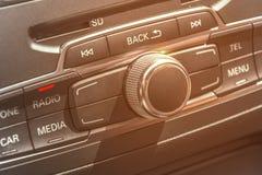 汽车收音机立体声盘区和现代仪表板电设备 免版税库存照片