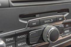 汽车收音机立体声盘区和现代仪表板电设备 库存图片