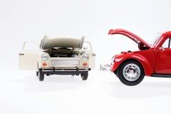 汽车故障,仿效与两辆玩具汽车 库存图片
