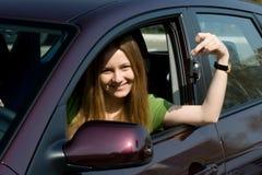 汽车新的妇女年轻人 免版税库存图片