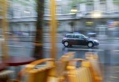 汽车日多雨作用的摇摄 图库摄影
